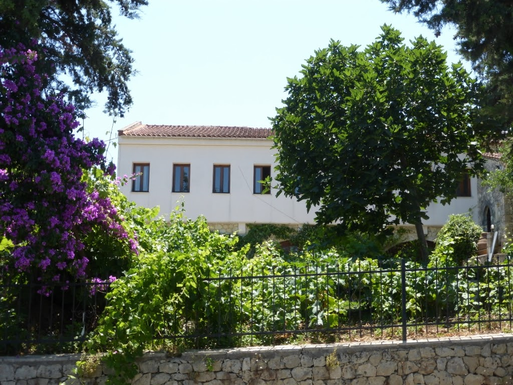 You cannot miss a winery in your ten things to do in Crete - Dourakis is charming site, with some lovely wines to taste