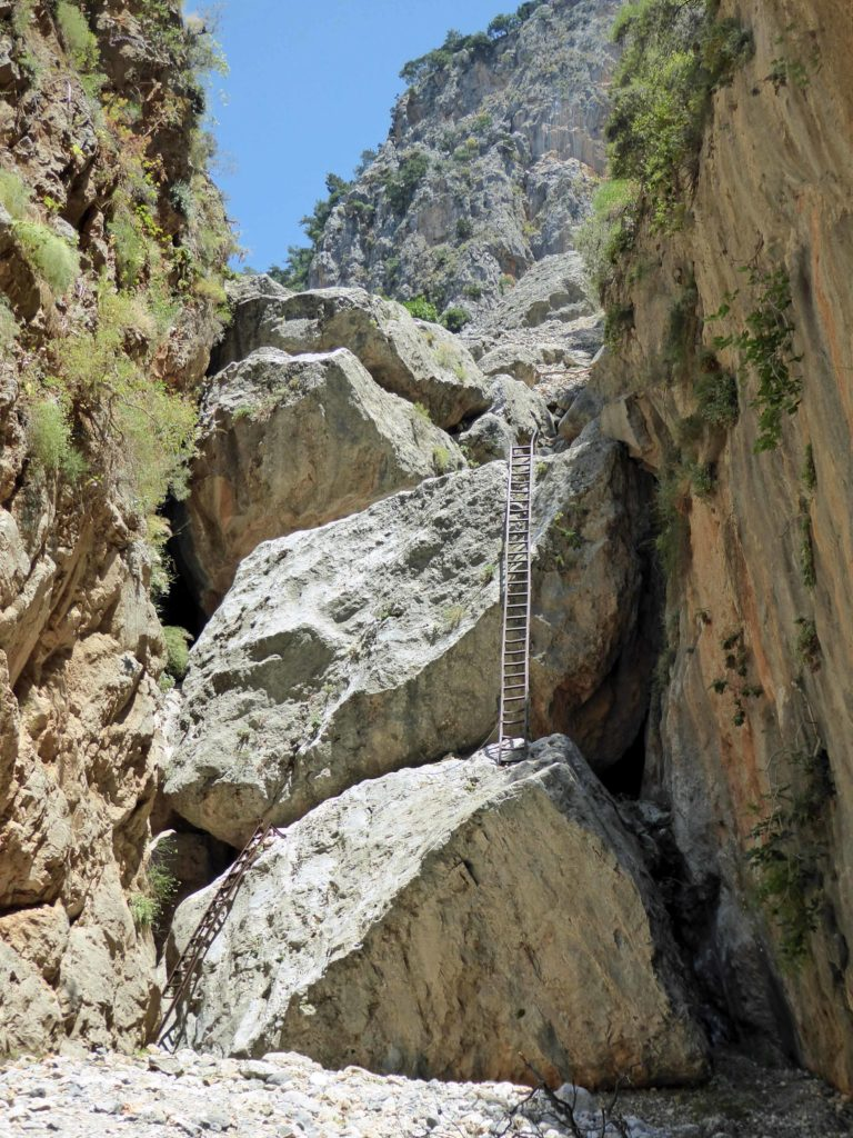 The iron ladders to descend the Aradhena