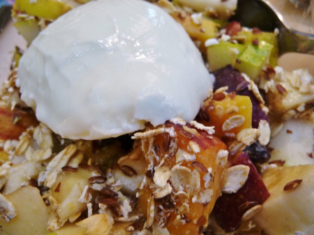 Matosmakis yoghurt on Panokosmos home made muesli - luxury Cretan diet!